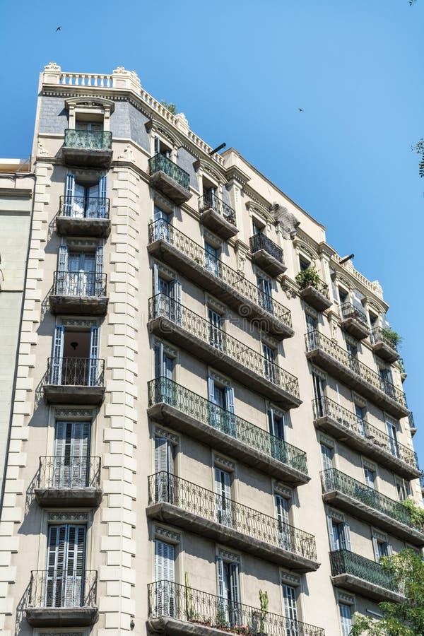 Edificio español hermoso del vintage en Barcelona, española fotografía de archivo libre de regalías