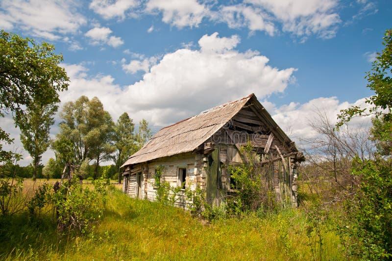 Edificio fantasmagórico abandonado cerca de la zona de Chernobyl fotografía de archivo libre de regalías