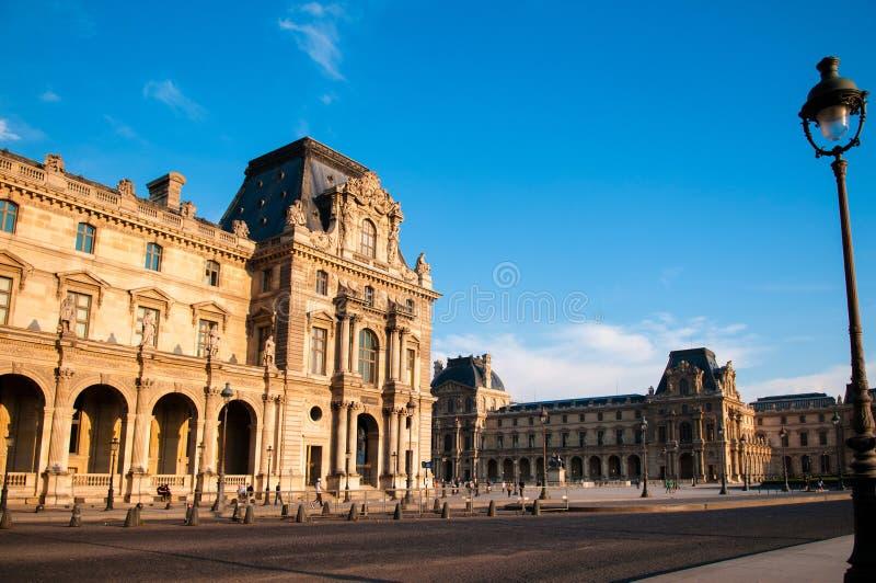 Edificio francés histórico en el museo del Louvre imágenes de archivo libres de regalías