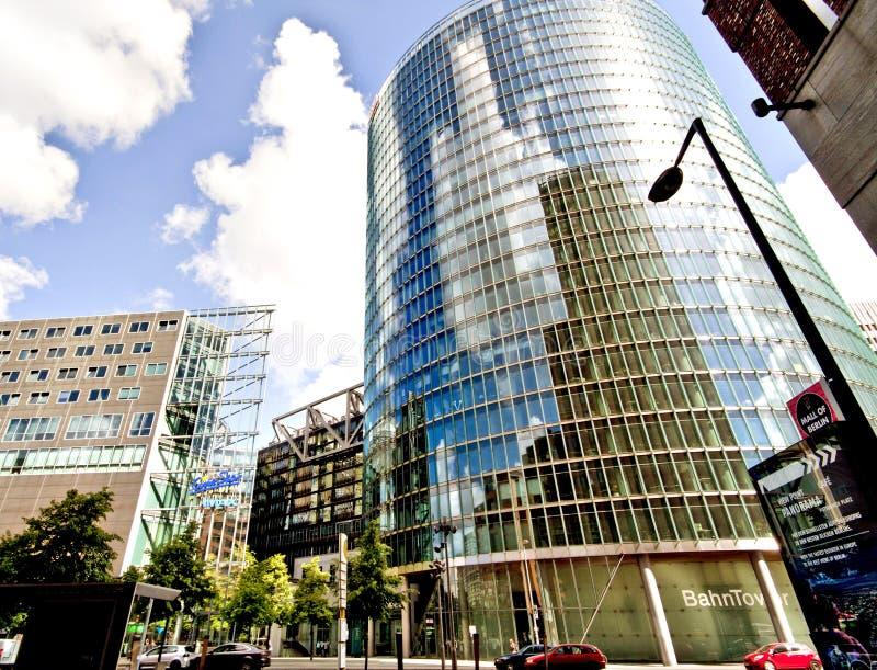 Edificio futurista de cristal en Potsdamer Platz en Berlín imágenes de archivo libres de regalías