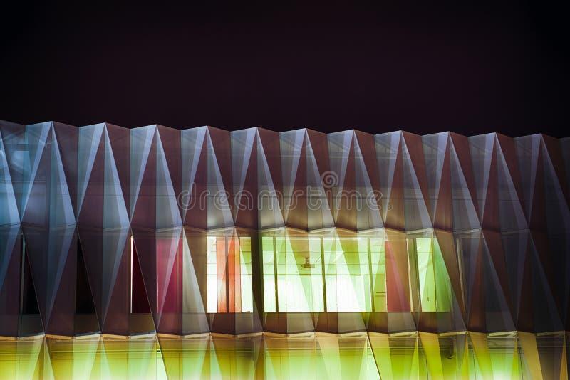 Edificio futurista en extracto stock de ilustración