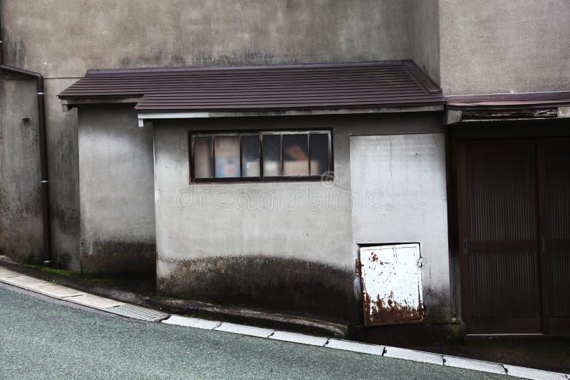 Edificio genérico en una colina fotografía de archivo