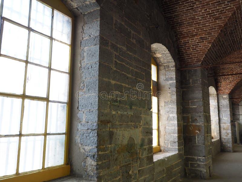 Edificio gris interior de la piedra caliza imagen de archivo