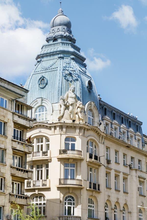 Edificio hermoso del vintage con el tejado adornado en Sofía, Bulgaria foto de archivo libre de regalías