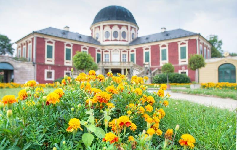 Edificio histórico cerca de la ciudad bohemia de centro imagenes de archivo