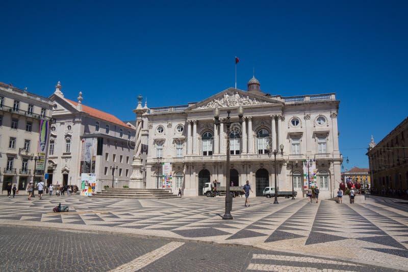 Edificio histórico del cielo azul y del cielo claro en Belem imagen de archivo