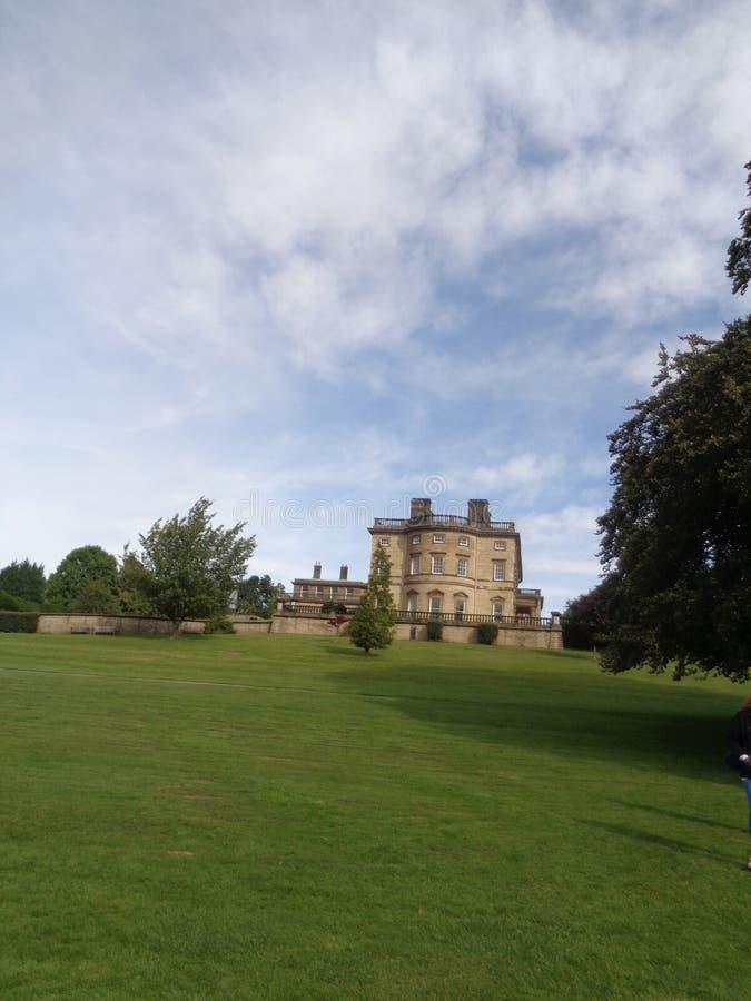 Edificio histórico del parque de la escultura de Yorkshire imagenes de archivo