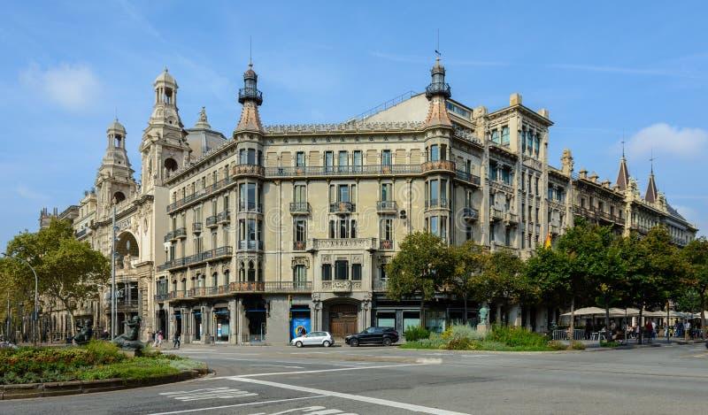 Edificio histórico en Barcelona en el Gran vía de les Corts Cata foto de archivo libre de regalías