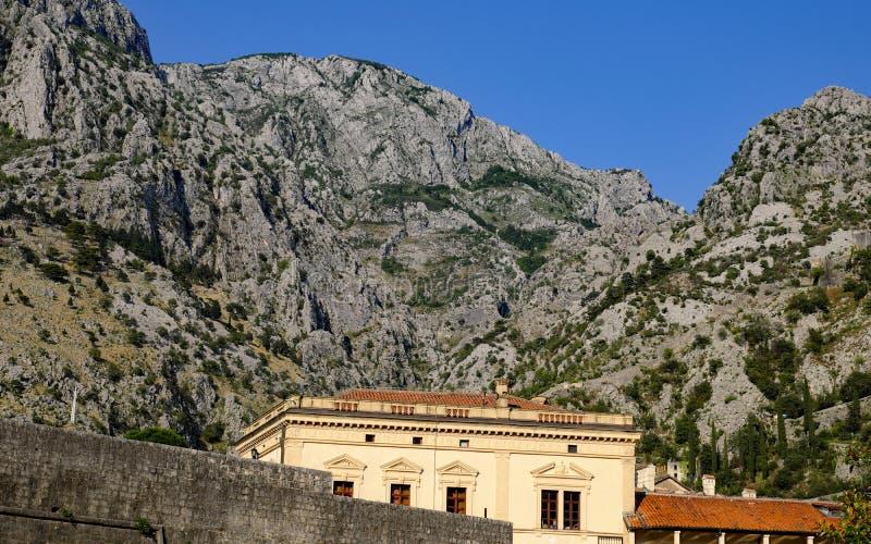 Edificio histórico, fortalecimientos medievales de Kotor, Montenegro fotografía de archivo