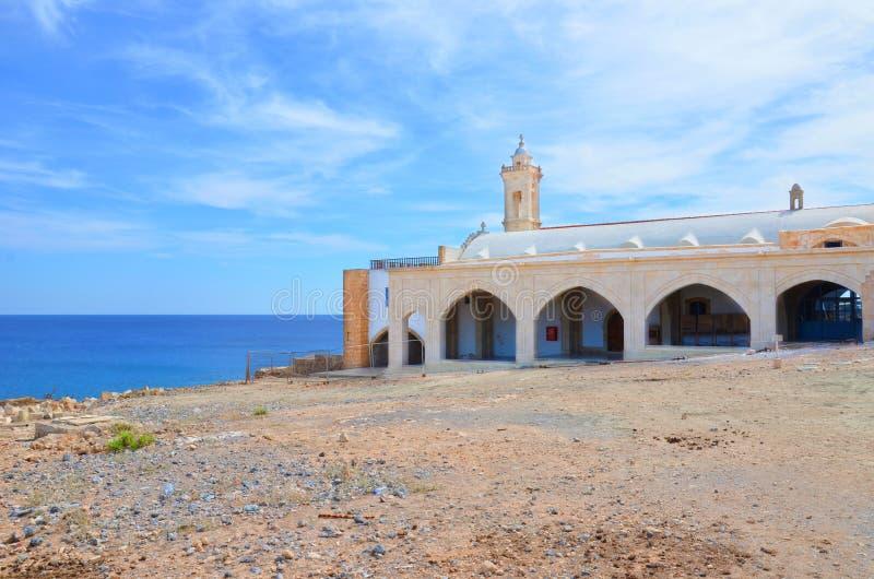 Edificio histórico hermoso de Apostolos ortodoxo Andreas Monastery en la península de Karpas, Chipre septentrional turco tomado e imagen de archivo