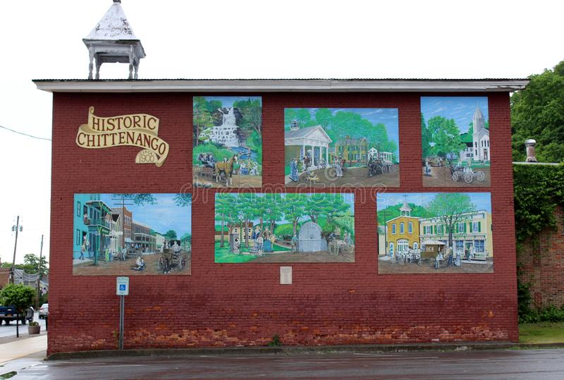 Edificio histórico viejo con las pinturas de los acontecimientos del antaño, Chittenango, Nueva York, 2018 fotografía de archivo