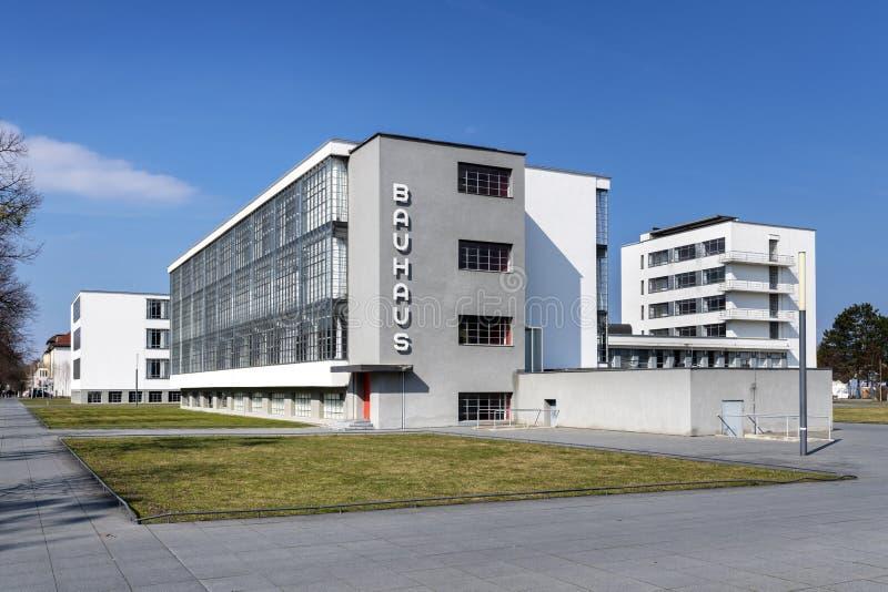 Edificio icónico de la escuela de arte del Bauhaus en Dessau, Alemania foto de archivo