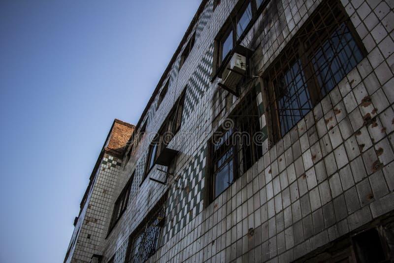 Edificio industrial abandonado en Avdiivka foto de archivo