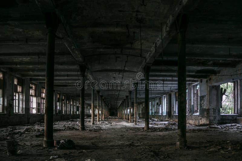 Edificio industrial abandonado vacío viejo foto de archivo