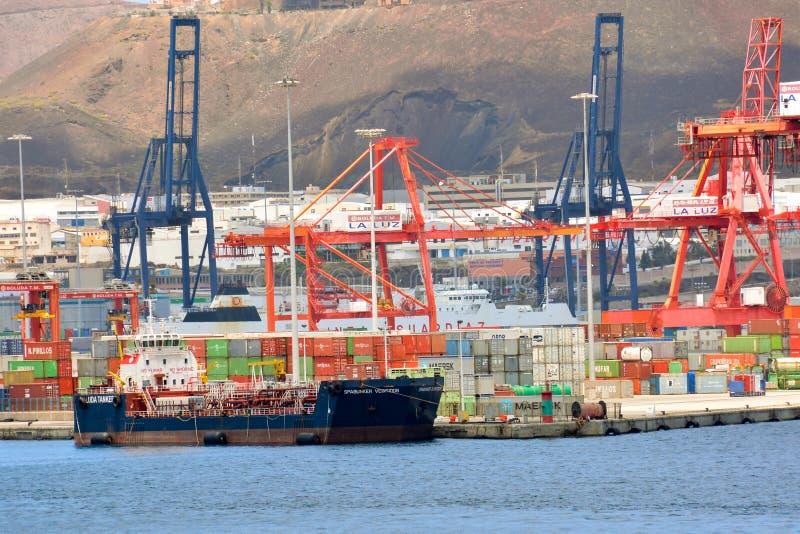 Download Edificio Industrial Editorial En El Puerto Imagen editorial - Imagen de cielo, transporte: 64208320