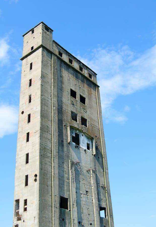 Edificio industrial no terminado viejo imagenes de archivo