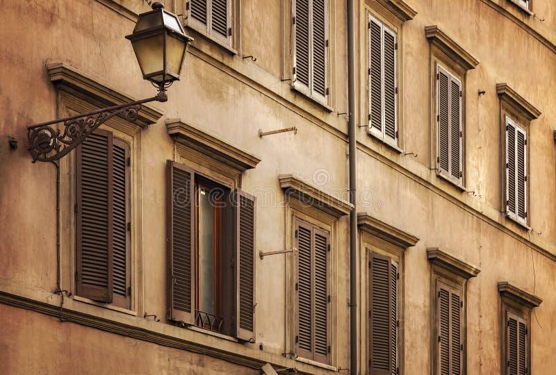 Edificio italiano típico imagen de archivo libre de regalías