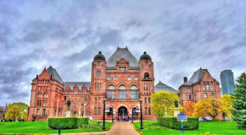 Edificio legislativo de Ontario en el parque del ` s de la reina en Toronto, Canadá foto de archivo