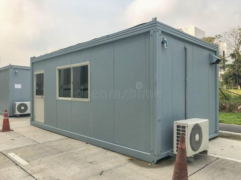 Edificio móvil en sitio industrial imágenes de archivo libres de regalías