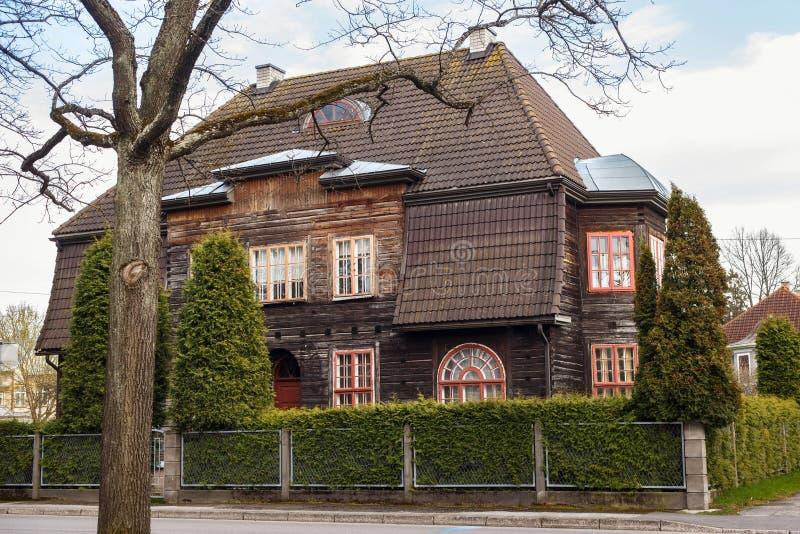 Edificio marrón de madera viejo grande fotos de archivo libres de regalías