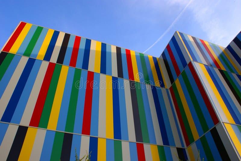 Edificio moderno coloreado foto de archivo libre de regalías