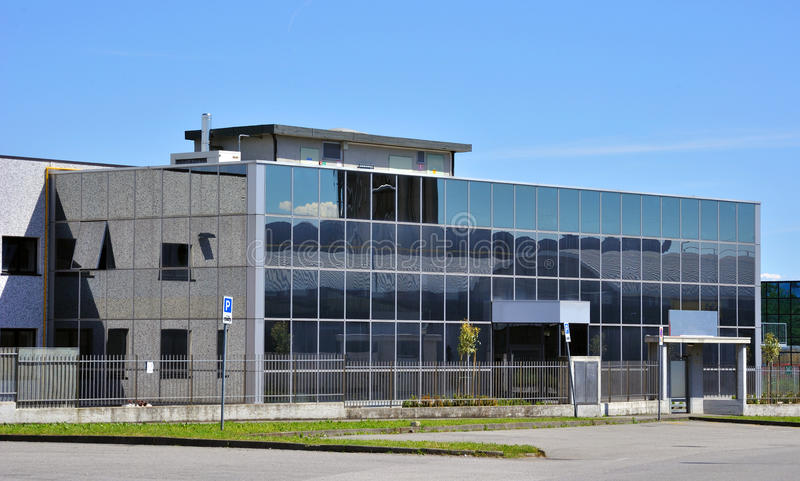Edificio moderno con la arquitectura de cristal foto de archivo