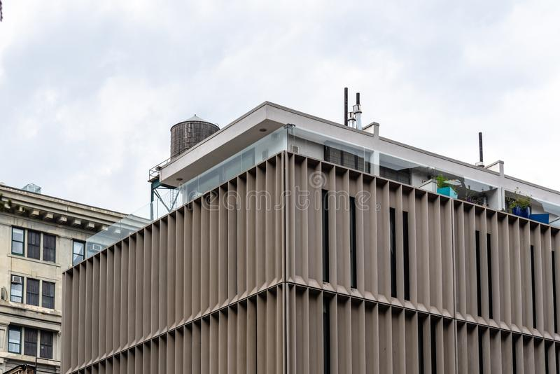 Edificio moderno de la arquitectura en área de DUMBO en Nueva York foto de archivo