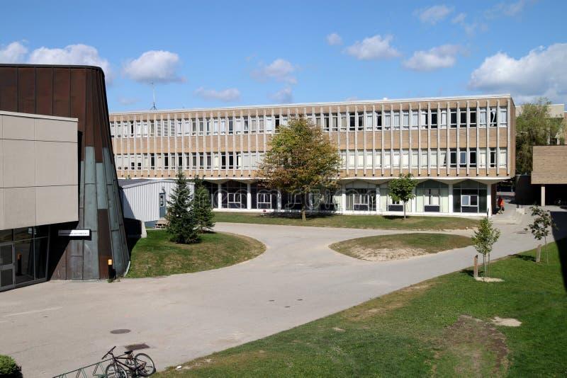 Edificio moderno de la ciencia de la universidad imagen de archivo libre de regalías
