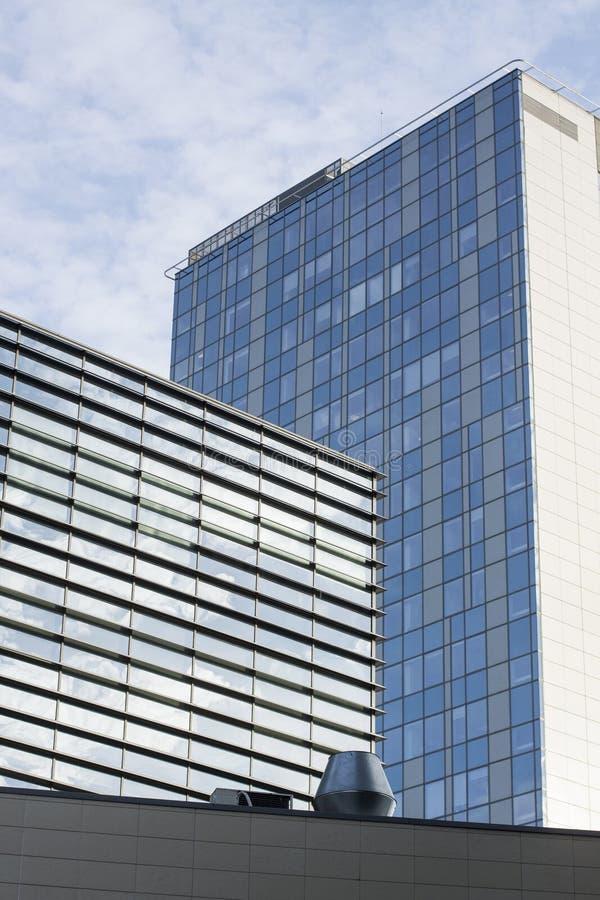 Edificio moderno de la configuración fotos de archivo