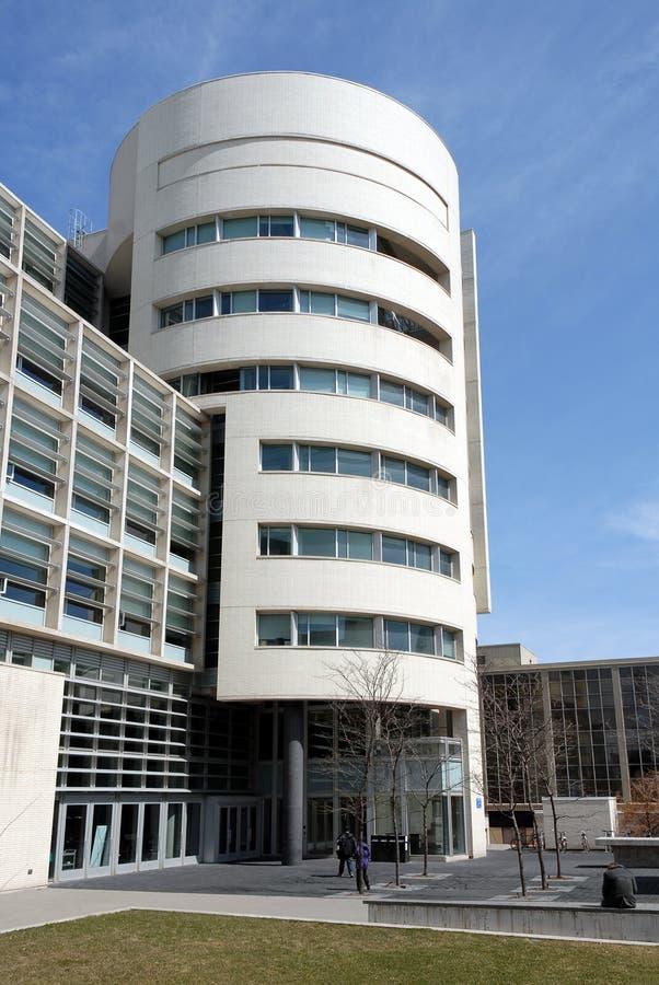 Edificio moderno de la universidad fotos de archivo libres de regalías