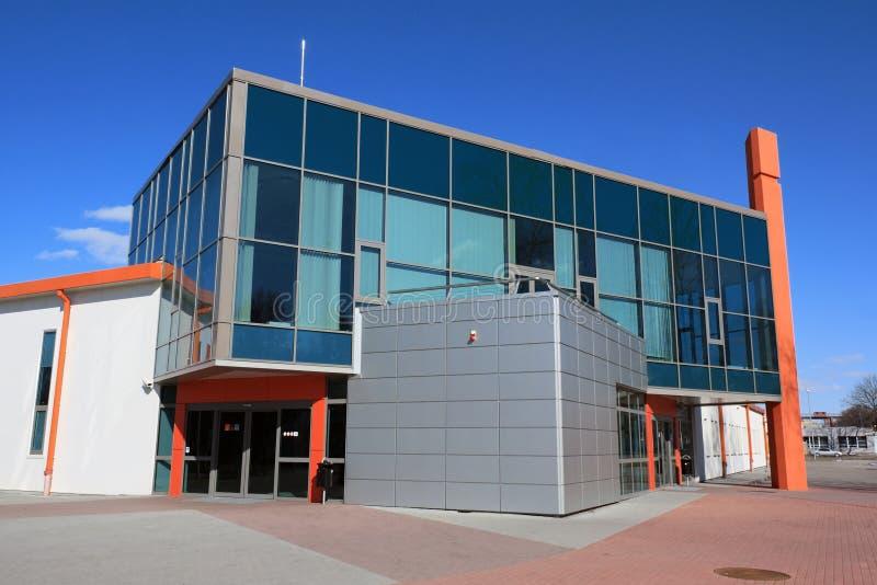 Edificio moderno del almacén y de oficinas foto de archivo libre de regalías