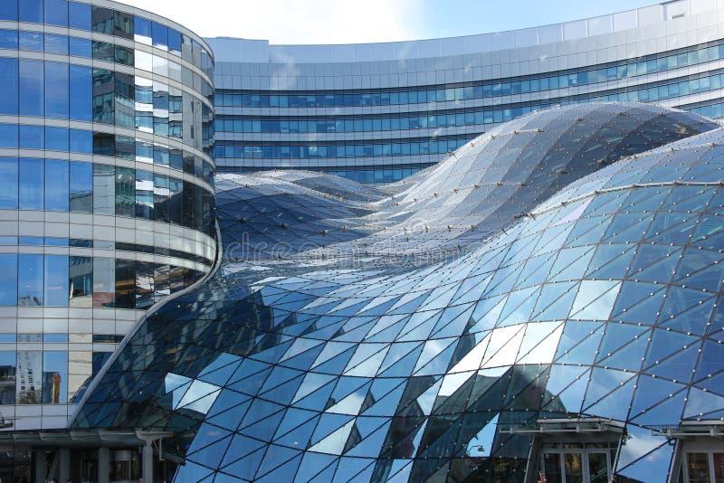 Edificio moderno en Marszalkowska. Varsovia. Polonia fotos de archivo