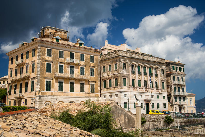 Edificio municipal en Corfú, Grecia imagen de archivo