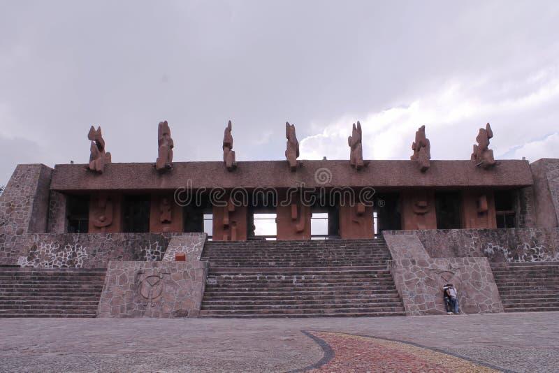 Edificio nella piazza del Centro Ceremonial Otomi in Estado de Mexico fotografie stock libere da diritti