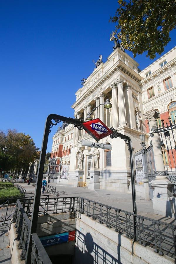 Edificio neoclásico en la estación de metro de Atocha, Madrid imagen de archivo libre de regalías