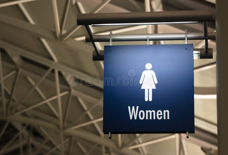 Edificio público del marcador de la muestra del servicio de las señoras del lavabo de las mujeres fotos de archivo libres de regalías
