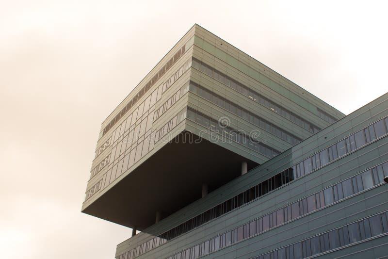 Edificio per uffici al sole fotografia stock