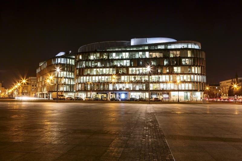 Edificio per uffici chiamato il Metropolitan alla notte fotografia stock libera da diritti