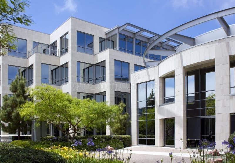 Edificio per uffici corporativo moderno fotografie stock libere da diritti