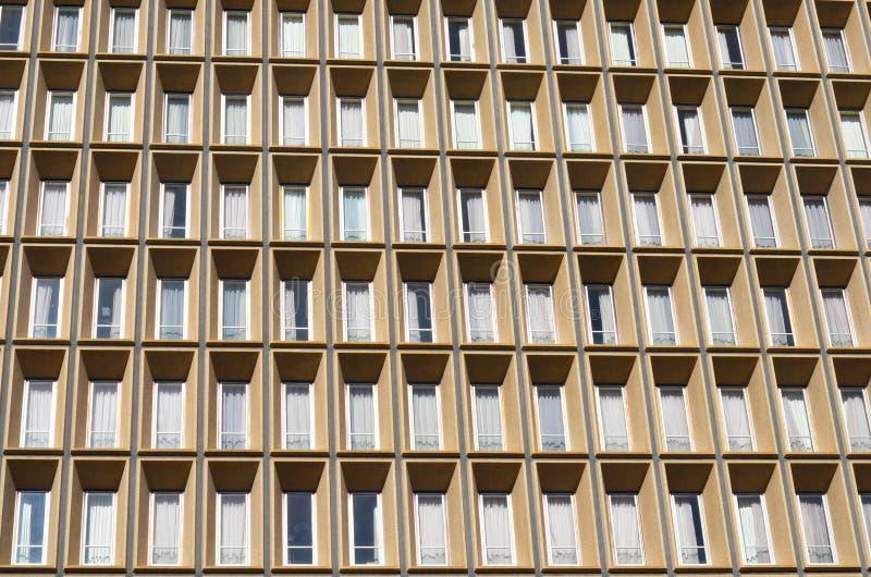 Edificio per uffici della facciata della finestra immagini stock libere da diritti