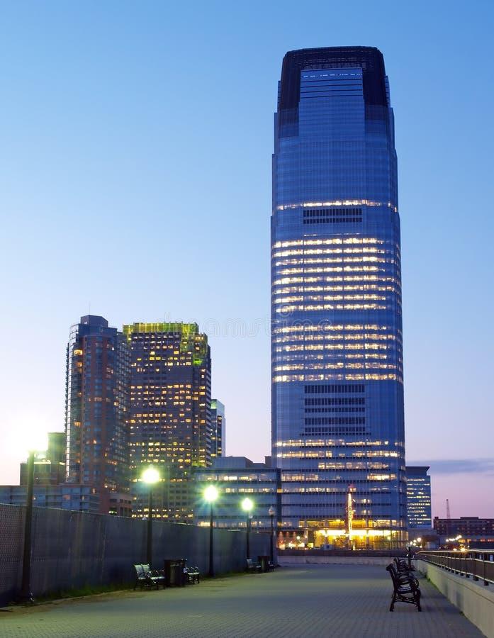 Edificio per uffici di palazzo multipiano immagini stock