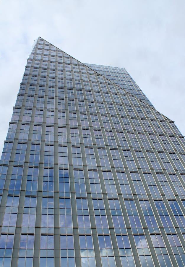 Edificio per uffici di vetro verticale fotografie stock