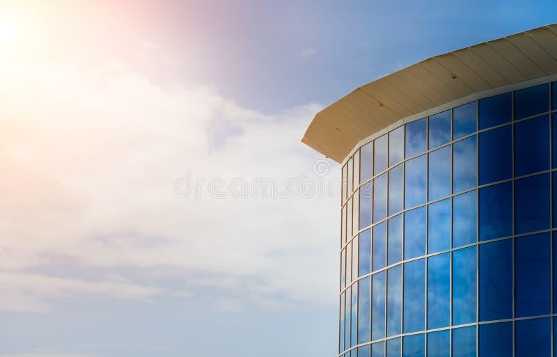 Download Edificio Per Uffici Moderno Immagine Stock - Immagine di città, moderno: 30827685