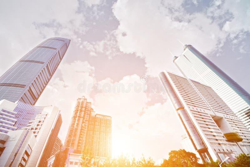 Edificio per uffici moderno nella città di Shenzhen fotografia stock libera da diritti