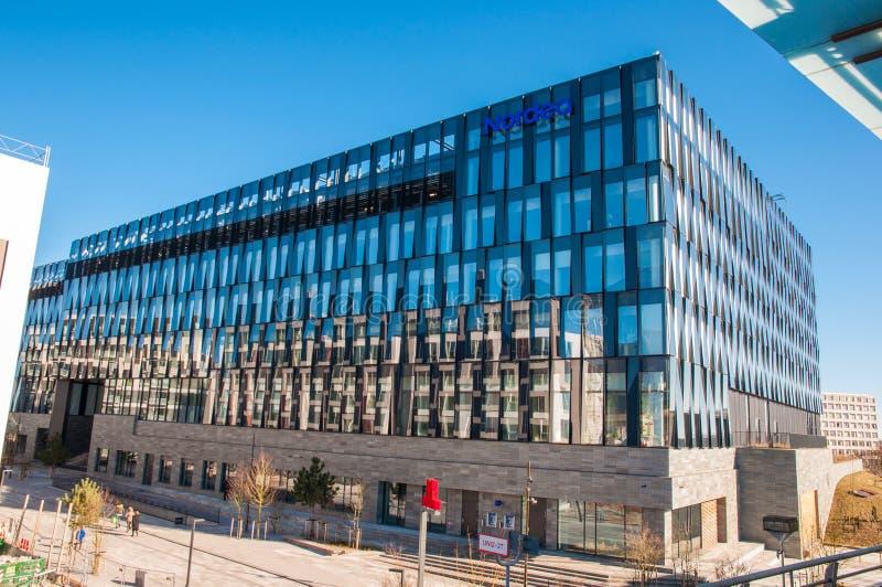 Edificio per uffici moderno sulla vicinanza di Orestad a Copenhaghen immagini stock libere da diritti