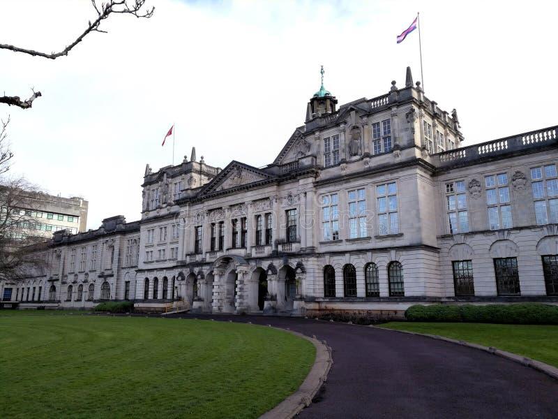 Edificio principal del campus de la universidad de Cardiff imagen de archivo