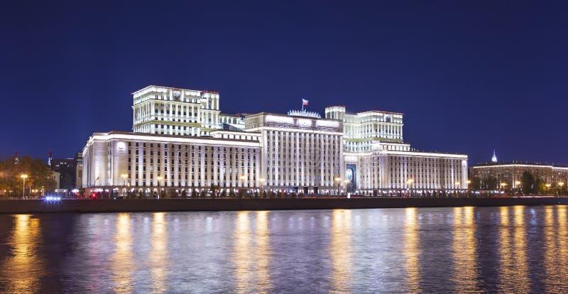 Edificio principal del Ministerio de Defensa de la Federaci?n Rusa Minoboron y del r?o de Moskva Mosc?, Rusia foto de archivo