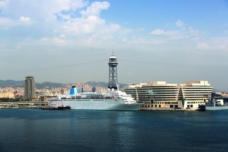 Edificio principal del puerto Vell Barcelona imagenes de archivo