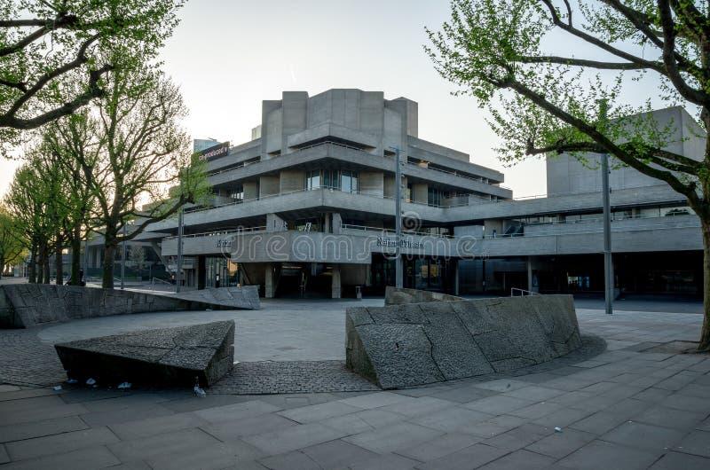 Edificio real del teatro nacional en el banco del sur, Londres imagenes de archivo