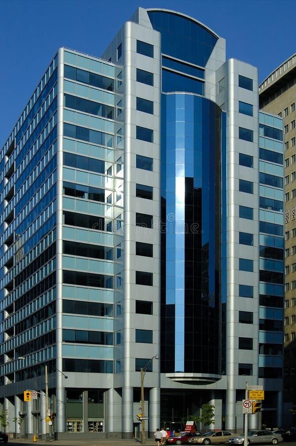 Edificio reflexivo azul imagen de archivo